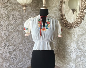 Vintage 1940's 50's White Peasant Blouse with Floral Embroidery XXS