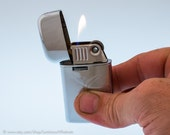 Working 1960s Ronson Varaflame Windlite Pocket Lighter with Art Deco Finish