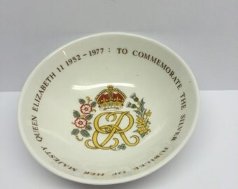 Queen Elizabeth II Silver Jubilee Bowl 1952-1977 To Commemorate Silver Jubilee  Trinket Dish, Queen Anne Bone China, Made in England