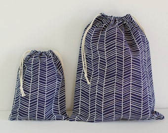 "Set of 2 Fabric Drawstring Bags (7x9"", 11x14"") / Navy Herringbone"