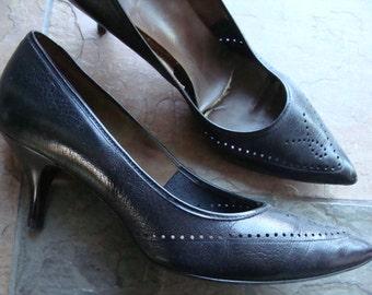 BLACK KITTEN HEELS pointy toe 1950's 1960's 6 aa fashion 10 5.5