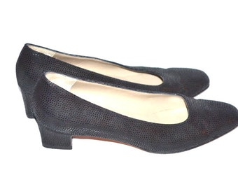 Vintage  Salvatore Ferragamo casual women shoes pumps kitten heels 6 AA black leather  comfort curves.Made in Italy
