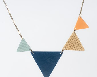 nice pennant necklace blue-beige