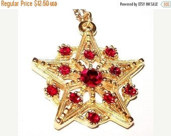 "Red Pendant Necklace Rhinestones Gold Metal Star Design Cable Chain 18"" Holiday Jewelry"