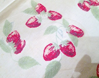 Vintage Strawberry Tablecloth Cottage Kitchen Decor 1950s