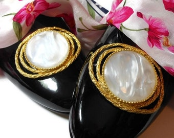 White Shoe Clips, 1980s white opalescent faux mother of pearl oval cabochon framed in two ovals of gold rope, wedding perfect