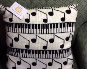 Machine knitted cushion cover