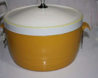 Sunfrost Thermo-Ware Covered Casserole Dish, Harvest Gold and White, Vintage