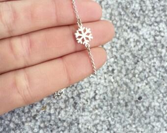 Mni snowflake necklace