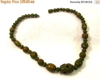 FALL SALE, Vintage Bakelite Choker Necklace - Carved Bead Necklace - Green Marble Bakelite Jewelry - Carved Bakelite Jewelry - Unique Bakeli