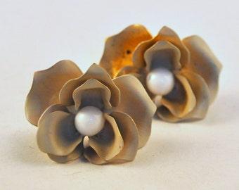 Vintage Enamel Flower Earrings White and Beige MOD - Enchanting
