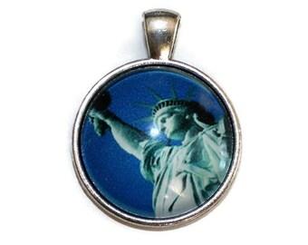 Statue of Liberty Glass Cabochon Pendant - Silver Alloy - Pendant (042)