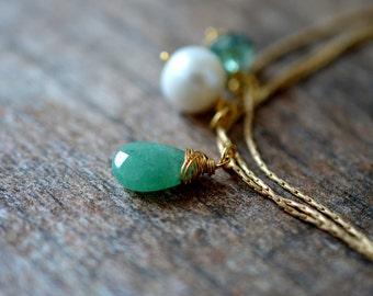 Green aventurine teardrop Dangle bracelet Dainty bracelet Thin gold chain bracelet Delicate triple strand brace;et Everyday simple jewelry