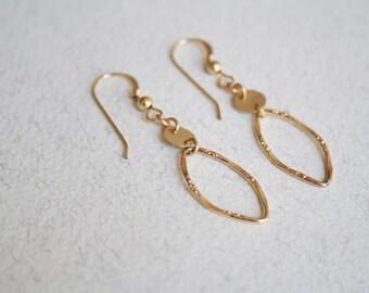 Hammered  gold hoop earrings, oval hoop earrings, simple gold hoop earrings, hammered gold earrings, minimal dangle earrings