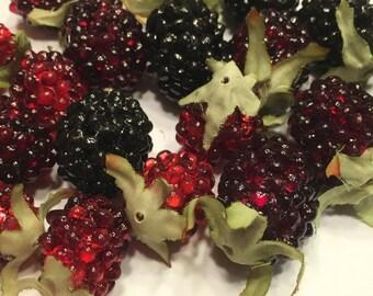 6 piece berry mix, embellishment, 25-35 mm (BR75)