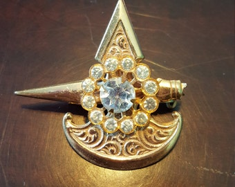 Gold Coro Brooch With Rhinestone Accents VLV American Vintage