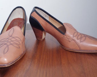 AMAZING Vtg 60s Color Block Heeled LOAFERS with WESTERN Embroidery, Never Worn! 6 to 7