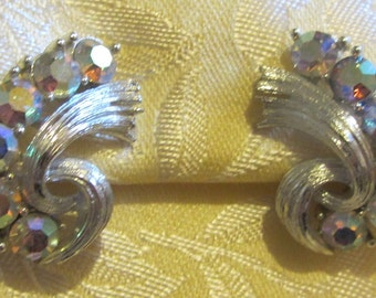 Vintage Sparkling Rhinestone Silvertone Clip On Earrings Marked Lisner