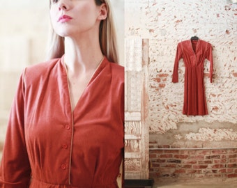 Vintage 1970s small long sleeve burnt sienna midi dress / v-neck / tan / brown /