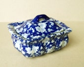 Vintage blue and white floral soap dish with cover Soap pot blue chintz pattern Soap drainer Lidded soap dish Blue and white flower ceramic