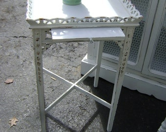 ViNtAgE cottage chic tea table
