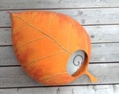 Cat bed /cat cave/cat house/orange leaf/felted cat cave (With GIFT pad)