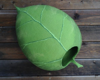Cat bed /cat cave/cat house/light green leaf felted cat cave (With GIFT pad)
