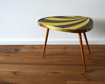 Mid Century Vintage. Sun ray coffee table. Triangular. Three leg table. Yellow/Black (TA113)