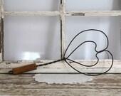 Vintage Rug Beater, Heart Rug Beater, Metal Heart Rug Beater, Farmhouse Wall Decor, Country Wall Decor