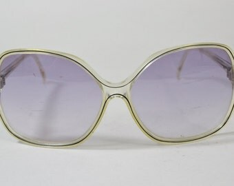Fabulous Vintage Women's Oversize Sunglasses - See our huge collection of vintage eyewear