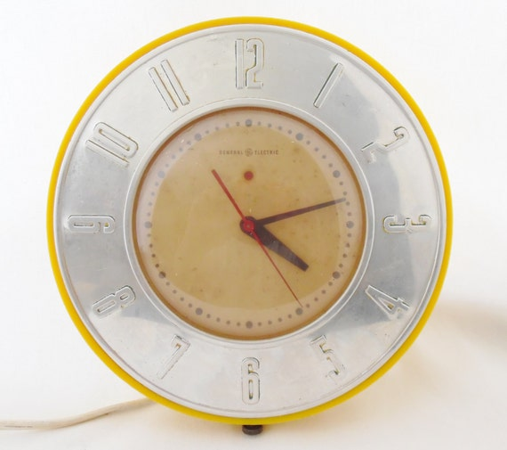 Retro Electric Kitchen Wall Clocks: Vintage GE General Electric Yellow Round Kitchen Wall