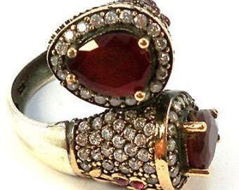 prachtige zilveren ring met robijnen