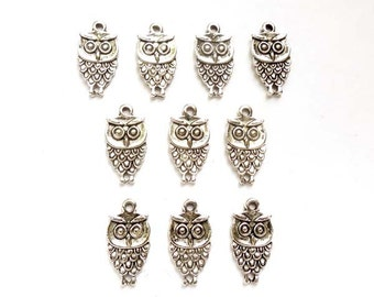 10 Antique Silver Owl Charms - 21-59-10