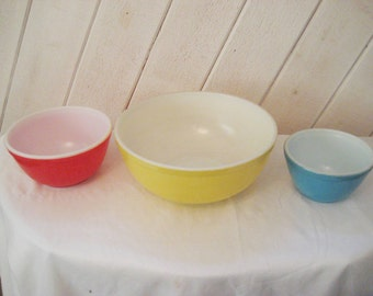 Set of pyrex mixing bowls, primary colors, retro kitchen, 50s 60s, mid century