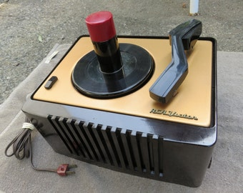RCA 45 EY-2 restored 45 rpm vacuum tube record player.