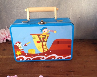 Kids suit case with pirates