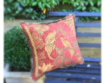 Decrotive cushion in Autumn tones with contrasting silk fringe