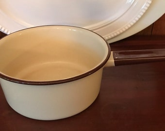Vintage Enamel Pan Pot in Beige with Brown Rim - Graniteware - Enamelware - Farmhouse Decor