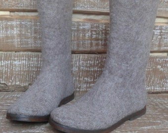 Felted boots Leticia
