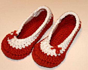 Crochet slippers in orange and white, house shoes READY TO SHIP size 7-8