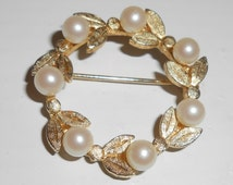 Vintage Gold Tone Textured Faux Pearl Leaf Design Open Circle Wreath Brooch