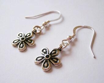 Sterling Silver Flower earrings, flower earrings, daisy earrings, sterling silver daisy earrings, sterling silver earrings, gerbera earring,
