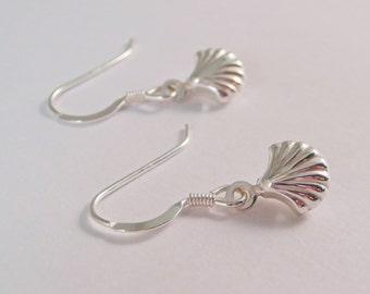 Sterling Silver Sea Shell earrings, Sterling Silver Clam Shell earrings, Sterling Silver Shell earrings, Shell earrings, Beach earrings,