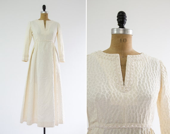 vintage 1960s wedding dress with detachable wedding train | long sleeve wedding gown