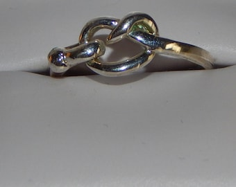 Vintage 925 Sterling Silver LOVE KNOT ring size 6.5