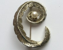 Vintage Curled Feather Initial Letter C Brooch Faux Pearl Pot Metal