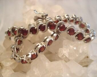 Beautiful Vintage Sterling Genuine Garnet Gemstone Bracelet