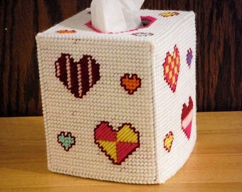 Hearts Tissue Box Cover Plastic Canvas, Valentine's Day, Gift for her, Holiday Tissue Box, Christmas Gift, Gift for Kids, Valentines hearts