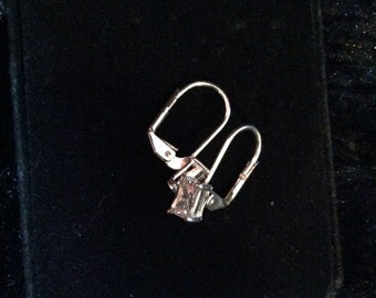 Silver tone earrings 1/2 in