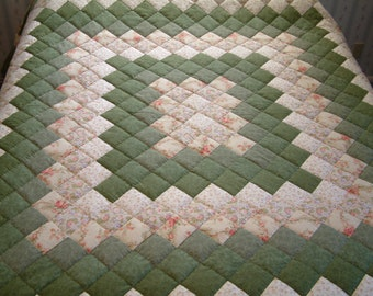 King Size Green & Peach Trip Around the World Hand Quilted Quilt